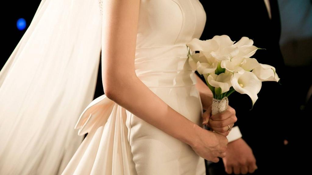 В день свадьбы мать невесты открыла для молодоженов сберегательный счет и дала им совет, который спустя много лет спас их брак