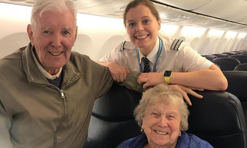 Пожилые супруги летели на отдых в Италию. Когда к ним подошел пилот, они поняли, что это их родственница