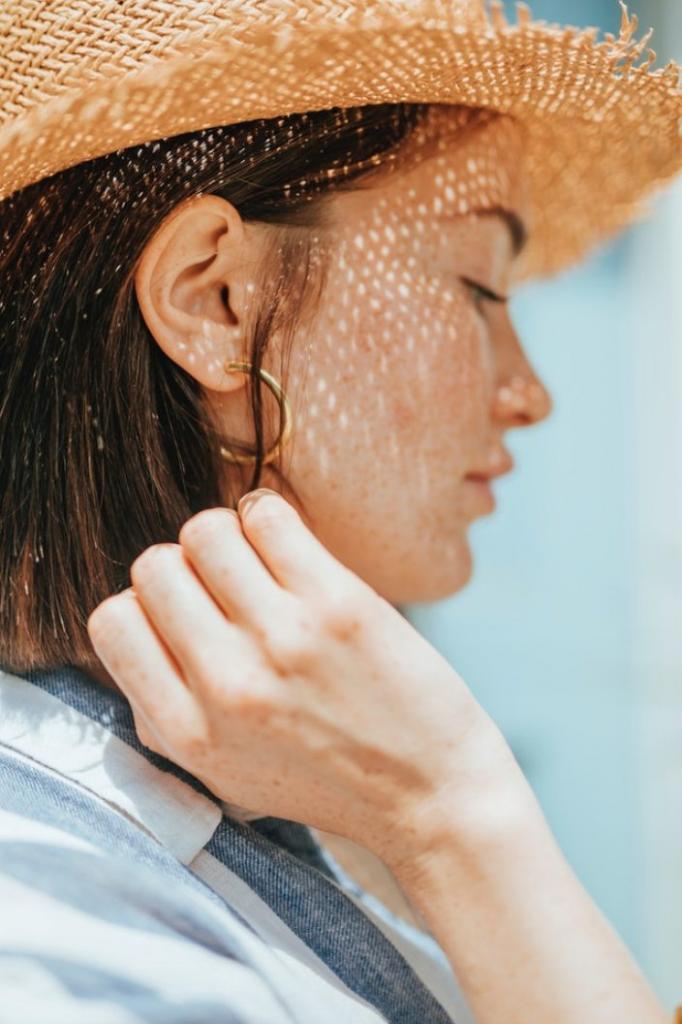 Пляжный сезон открыт: как подготовить волосы к морю и защитить их от солнца и соли
