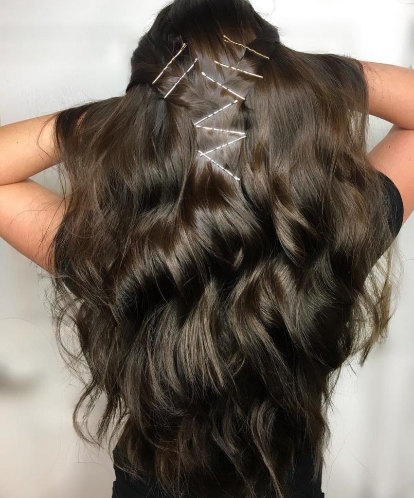 Как правильно выбирать невидимки для волос и делать с их помощью красивые прически