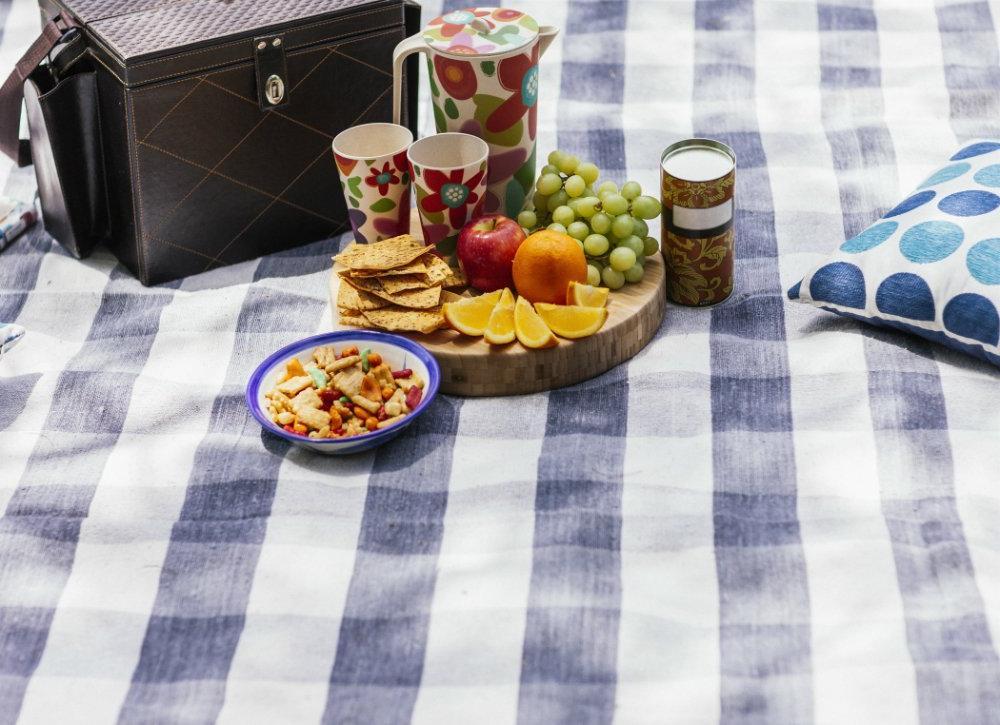 Оттирают краны, утюг, духовку, спасут от комаров: лайфхаки с салфетками для сушки белья
