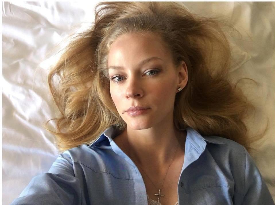Любимица публики Светлана Ходченкова в отпуске: она выложила свои фото без макияжа, чем сильно удивила поклонников