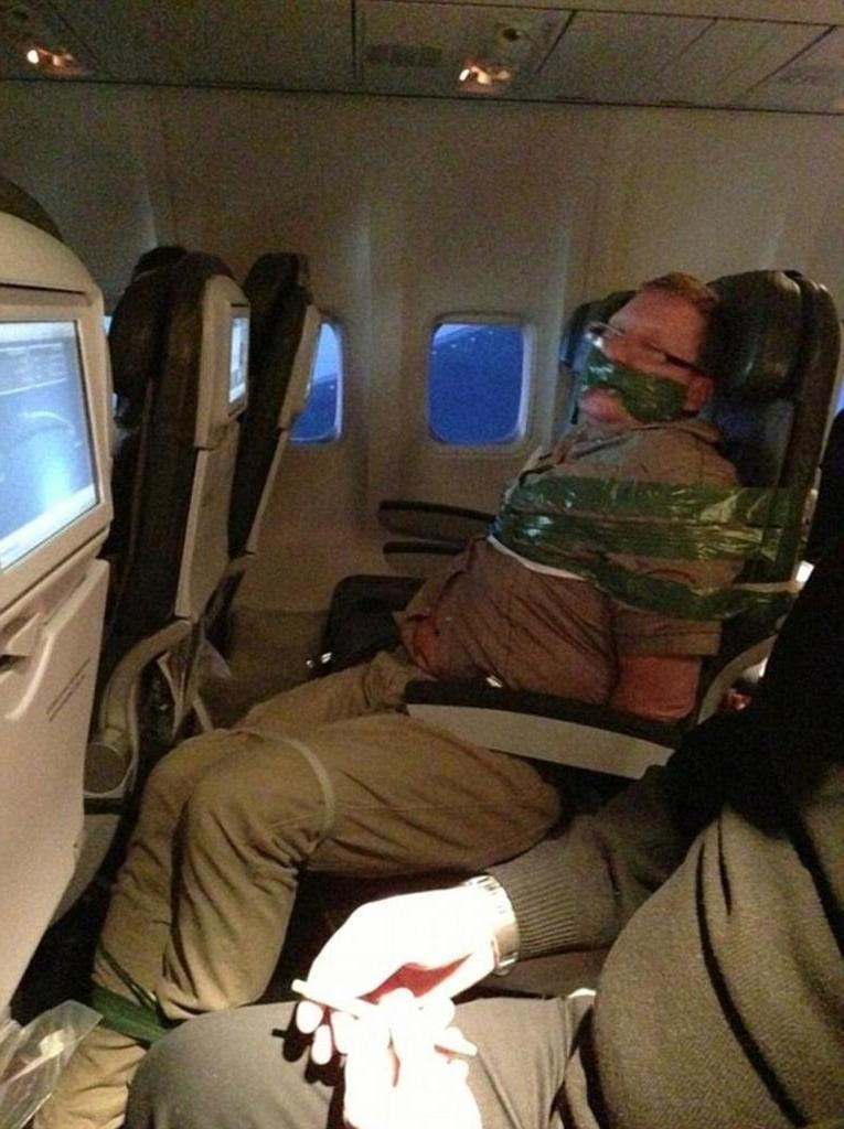 Курьезные ситуации, произошедшие в самолете: пауки, соколы и непослушные дети