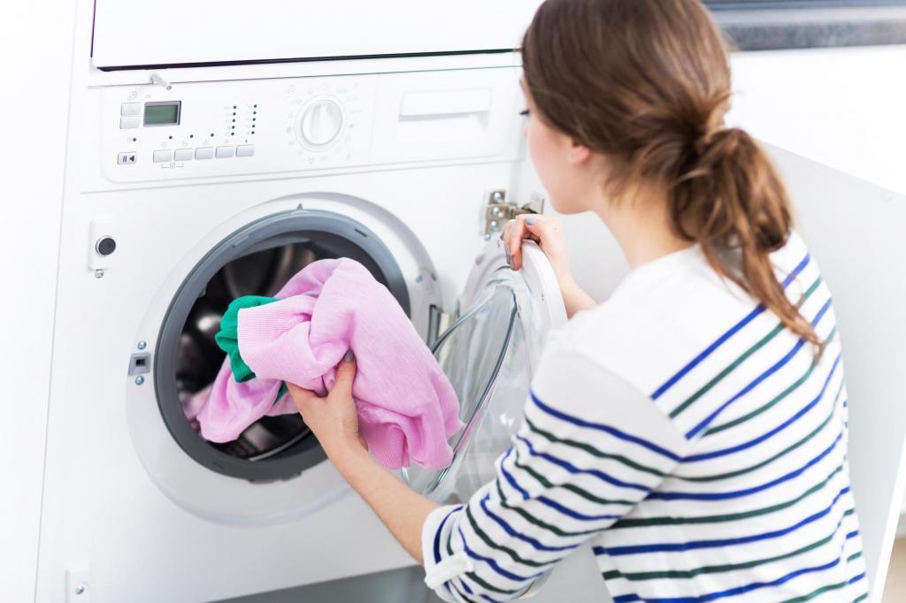 Распространенные ошибки при запуске стирки, которые портят одежду и стиральную машину