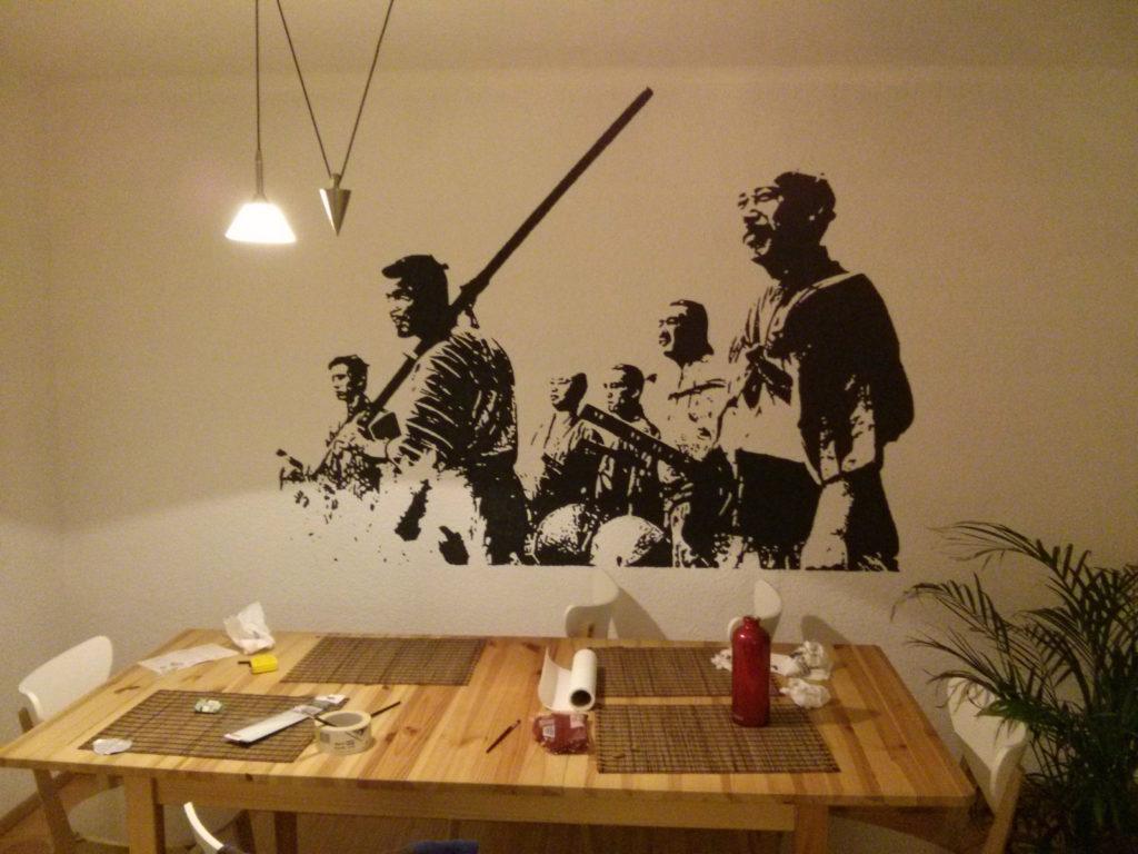 Оригинальная идея моего друга: как украсить рисунком стену с помощью проектора