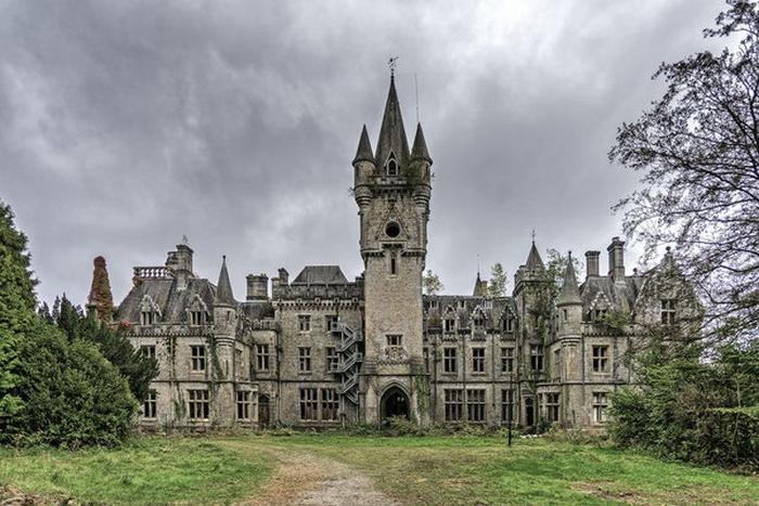 В этом старинном замке никто не жил много лет. Как он выглядит внутри: фото