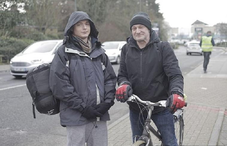 Сын миллиардера называл всех бездомных опасными и ленивыми. Проведя 3 дня на улице, он попросил друзей не покупать ему подарки, а пожертвовать деньги в приют для малоимущих
