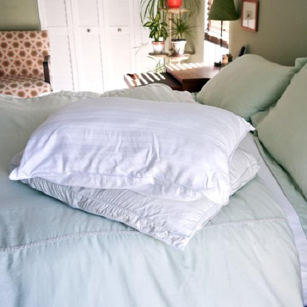 Быстрый и эффективный способ очистить подушку в домашних условиях
