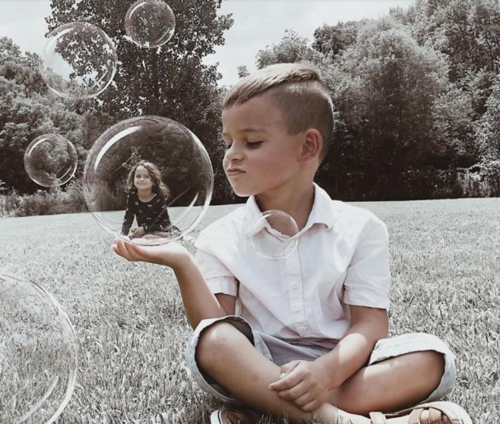 странное фото с детьми второй день