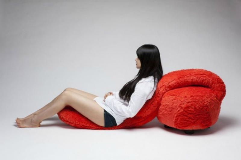 Кресло для любителей обнимашек: корейские дизайнеры создали уникальный предмет интерьера, который поможет расслабиться после трудного дня