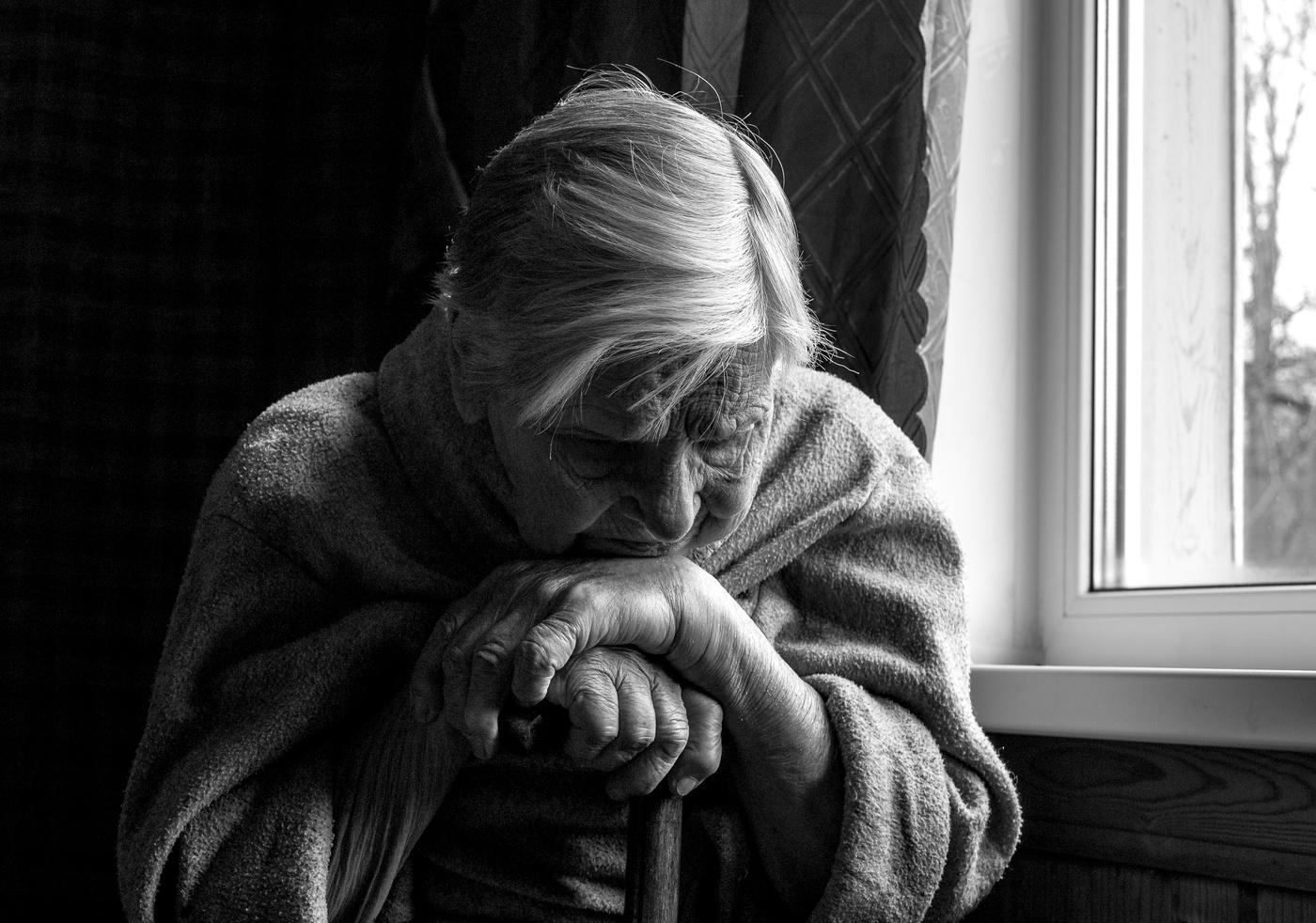 Очередной пустой день… ее глаза были как у той собаки, которую выгнали из дома… дом престарелых, одиночество…не такую старость она себе представляла