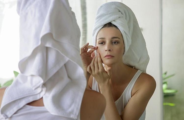 Подруга-косметолог объяснила, чем являются черные точки на коже: угревой сыпью или заблокированными порами. А я и не знала
