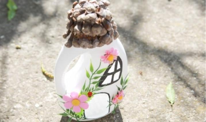 Мои дети обожают фей. Вместе мы сделали сказочный домик для сада, используя бутыль от жидкого порошка
