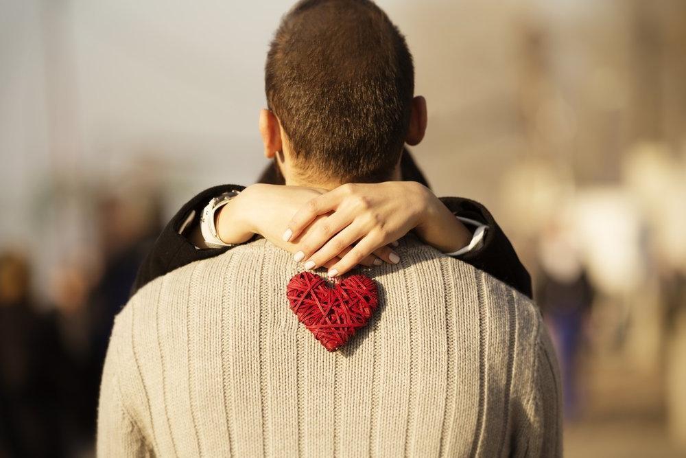 Незачем стесняться: 10 признаков, что мужчина ждет от вас первого шага
