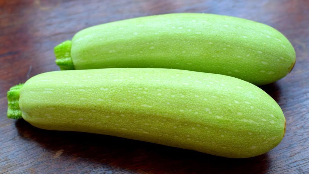 В сезон кабачков я всегда готовлю быструю и простую закуску из овоща, расходится в два счета