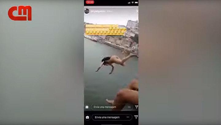 В португальском Порту обнаженная девушка прыгнула с 45 метрового моста. Видео
