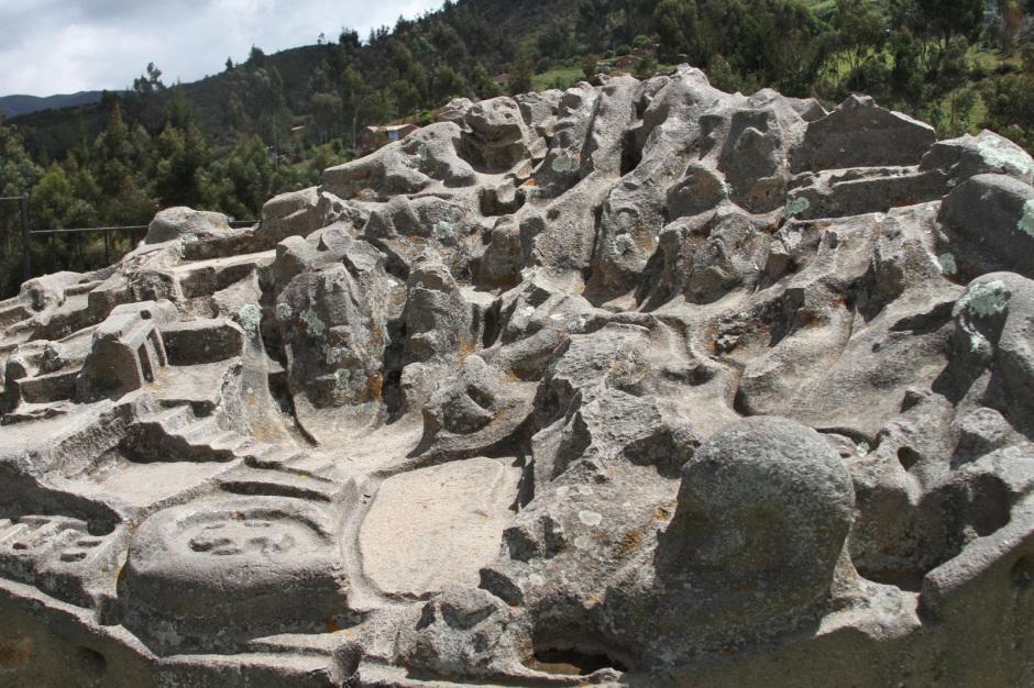 Странный камень, представляющий собой 3D карту с каналами, террасами, реками и прудами, поставил в тупик археологов
