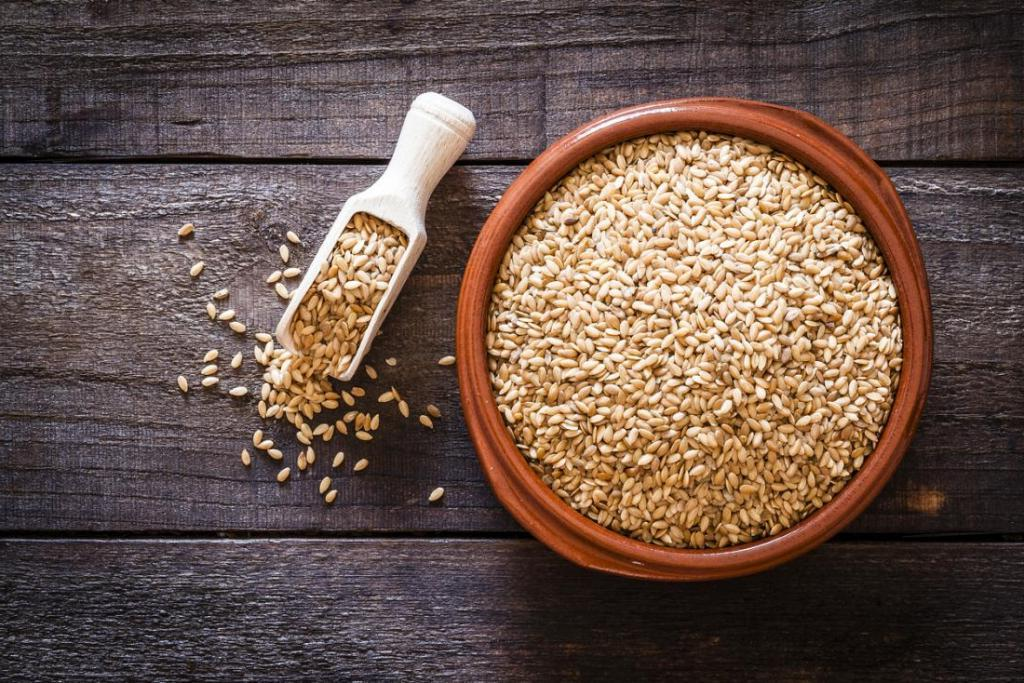 Еще прабабушки знали секрет отменного здоровья: есть семена льна натощак
