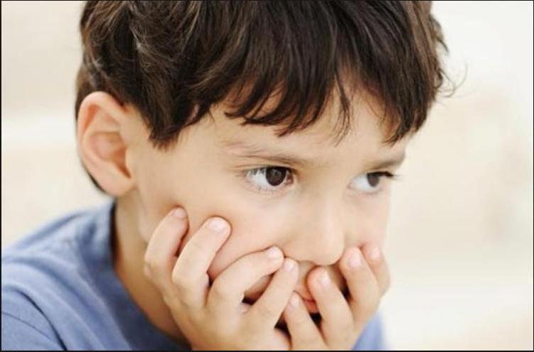 Хранить секреты, извиняться, здороваться: заставляя ребенка делать определенные вещи, можно испортить ему жизнь