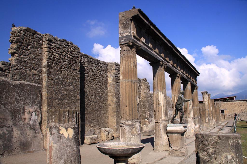 10 неразорвавшихся бомб Второй мировой войны все еще похоронены под археологическим памятником Помпеи