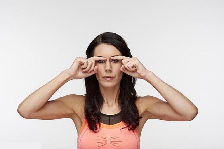 У подруги практически нет морщин. Она практикует специальные упражнения для лица, которые посоветовала и мне
