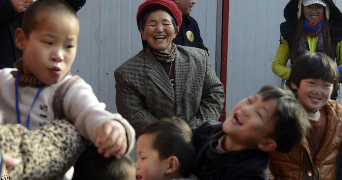 Она спала по 2 часа в сутки 47 лет подряд   и все ради 45 приемных детей