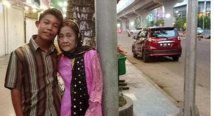 Ей 71, ему 16, и они очень любят друг друга. Проблема лишь в одном: муж очень боится, что жену уведут