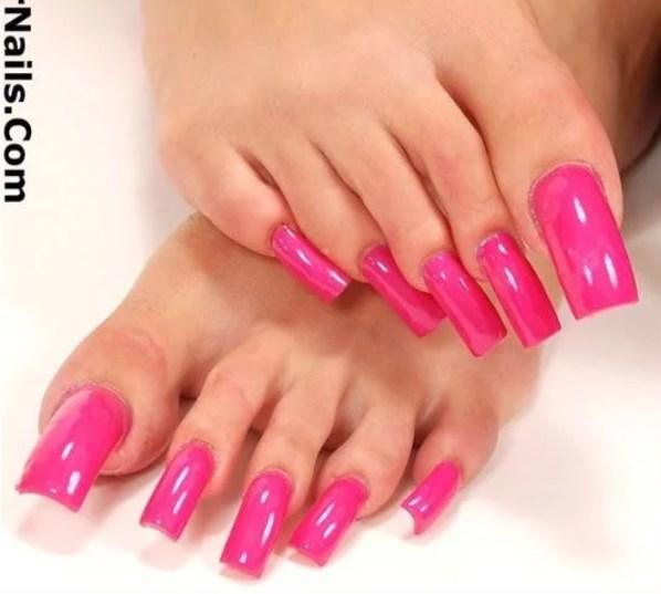 Длиннющие ногти на ногах - новый тренд этого лета. Вы бы смогли?