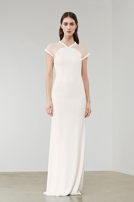 Ничего лишнего — Виктория Бекхэм показала как должна выглядеть невеста выпустив коллекцию свадебных платьев