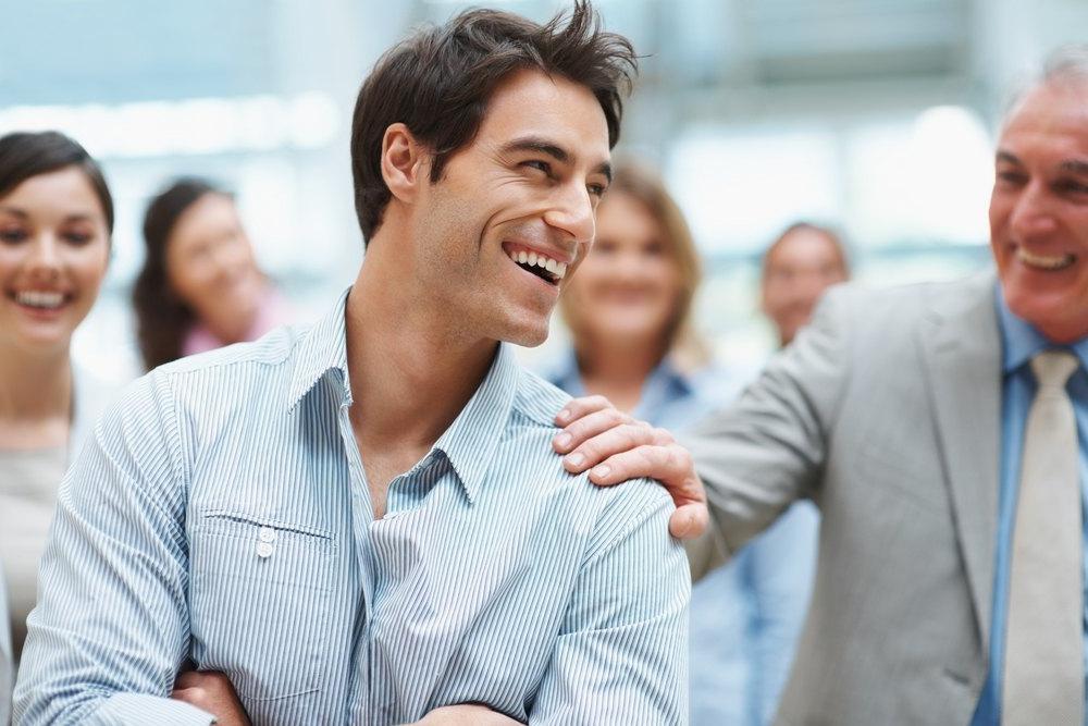 Правильная поза, уверенность в себе и другие секреты, которые помогают мне быстро заслужить доверие новых знакомых