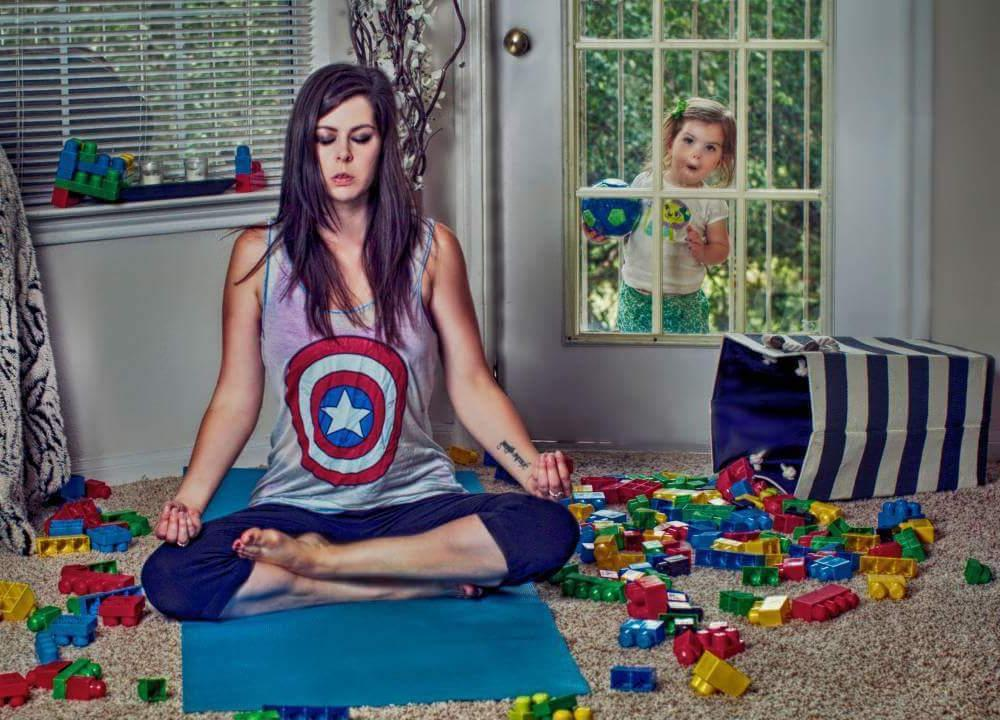 Мама с детьми картинка смешная