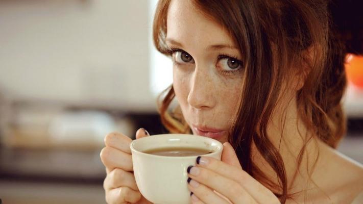 Не понимала, почему по утрам чувствую дискомфорт, пока не узнала, что происходит с организмом после кофе натощак