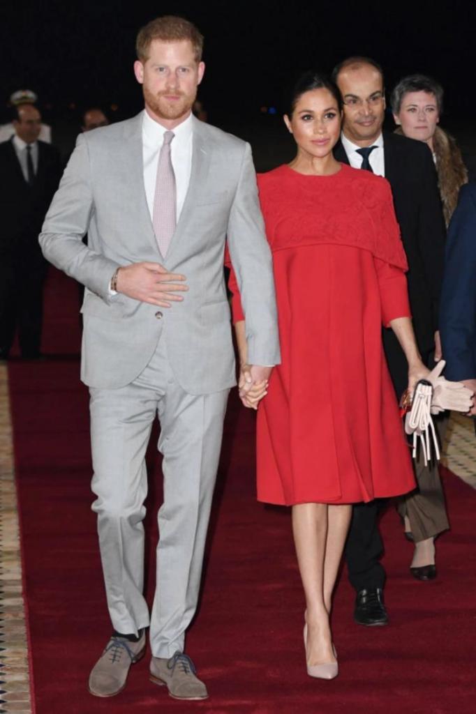 Королевские фанаты предполагают, что принц Гарри владеет только одной парой туфель. Он их регулярно носит