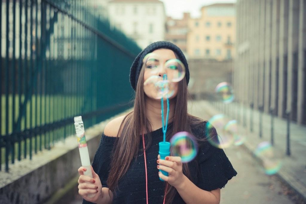 Дуть мыльные пузыри вечером: лайфхаки для здорового сна, с которыми согласна наука
