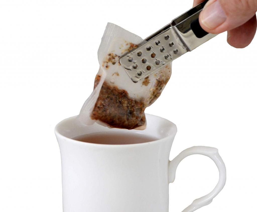 Не спешите выбрасывать использованные чайные пакетики: их непривычное применение в быту