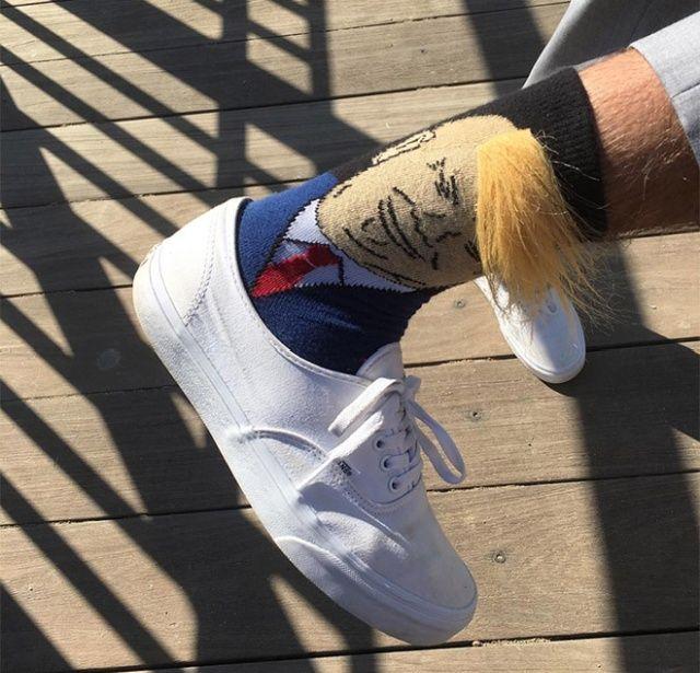 Модные в США носки с лицом Трампа и его знаменитым чубом