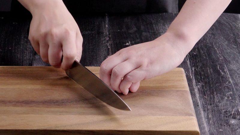 Знакомый повар увидел, что я неправильно режу овощи, и поделился секретами нарезки