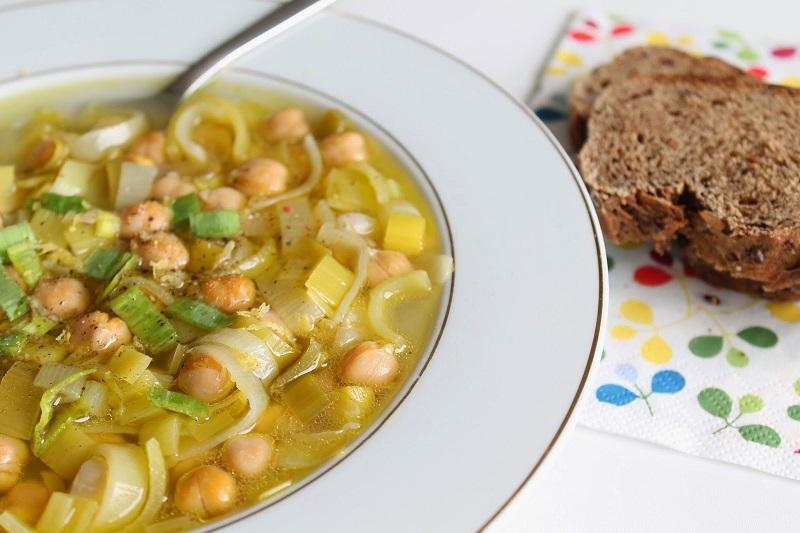 Раньше горох в супе у меня варился дольше курицы. Свекровь рассказала, как легко и просто уменьшить время его приготовления