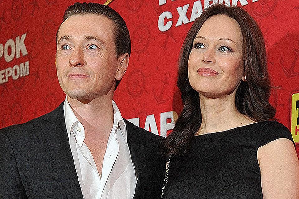 Любил жену, а детей завел с любовницей: три женщины Сергея Безрукова
