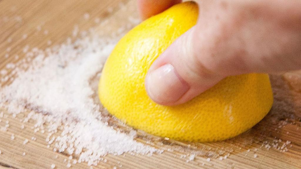 Лимонный спрей, мята: как я легко избавляюсь от запаха чеснока после готовки