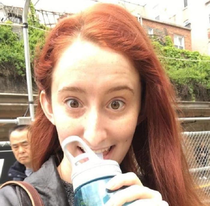 Девушка на неделю отказалась от всех напитков и пила только воду: после этого ее тело и жизнь изменились
