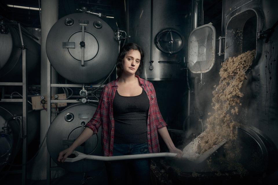 Разрушая стереотипы: фотограф создал серию снимков, посвященную женщинам, выполняющим мужскую работу