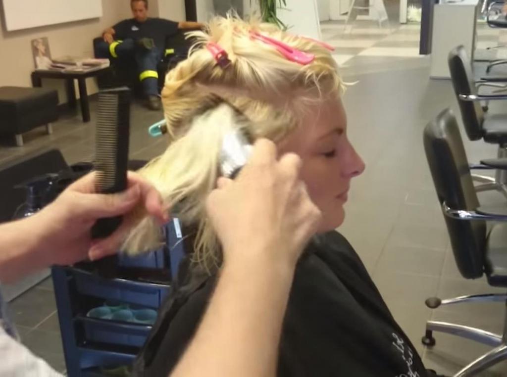 Девушка попросила парикмахера подстричь ее на свое усмотрение. Результат ее не разочаровал