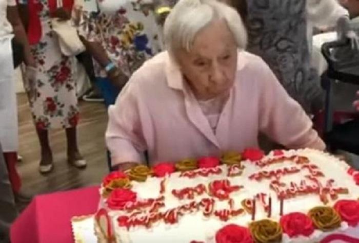Нет мужа - нет стресса: 107-летняя женщина раскрыла секрет своего долголетия