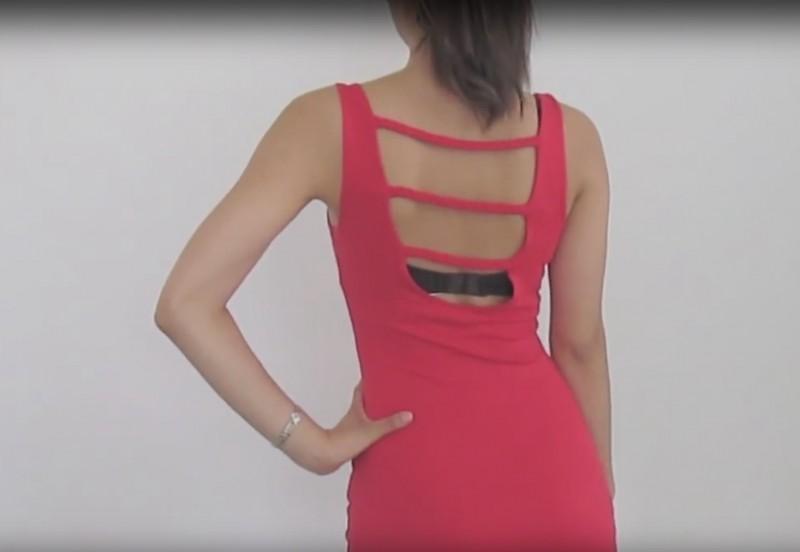 Проблема выглядывающего белья из-под платья с открытой спиной решена: понадобится старый бюстгальтер