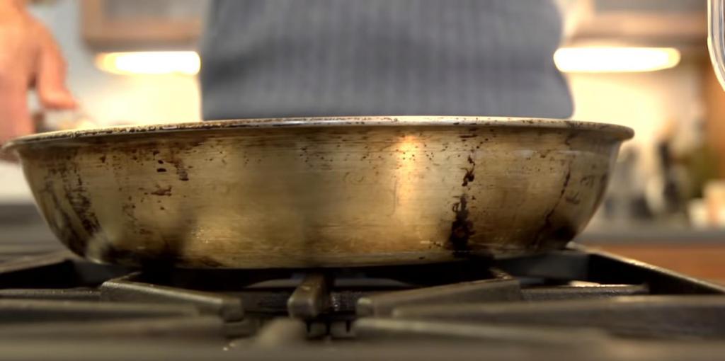 Свекровь научила готовить макароны быстрее, чем обычно, а главное - без кастрюли и горячей воды