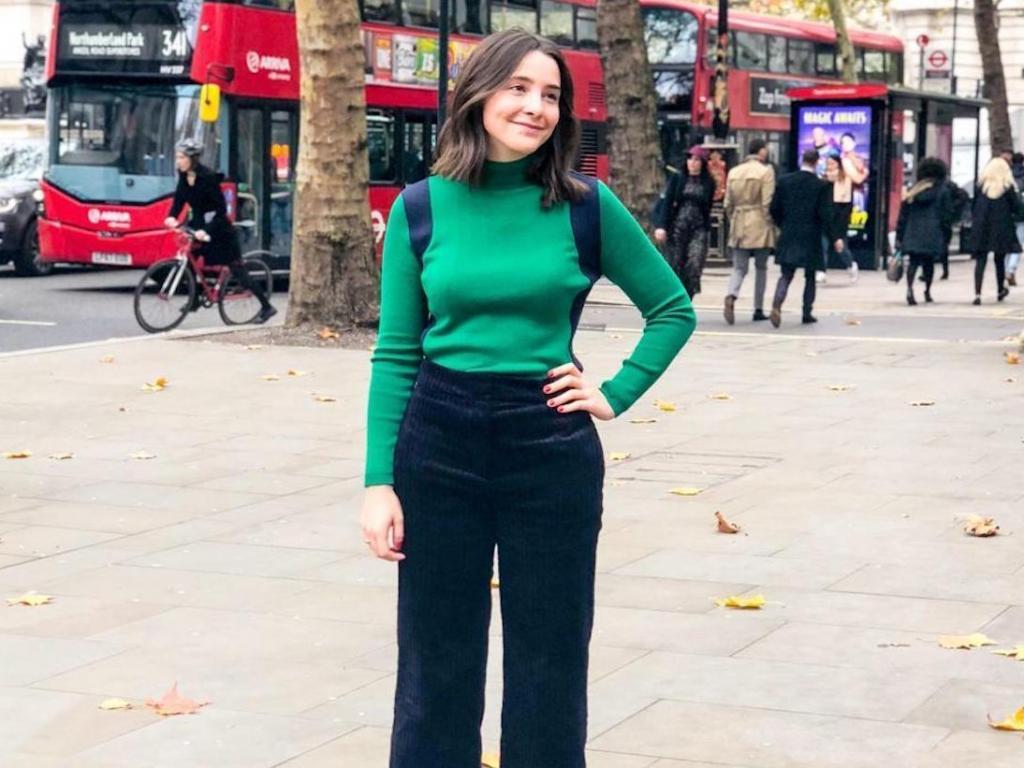 Нужно одеваться так, чтобы нравиться себе, а не другим. Девушка размещает в блоге фото в одежде, которую критикуют ее парень и подруги
