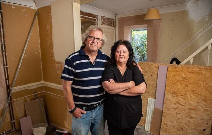 Супруги были расстроены, когда приехали с отпуска и увидели, что сделали строители с их домом