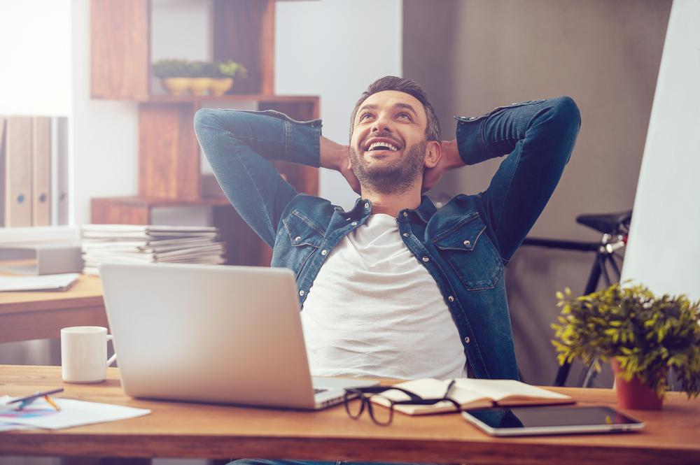 Картинка счастливого человека на работе