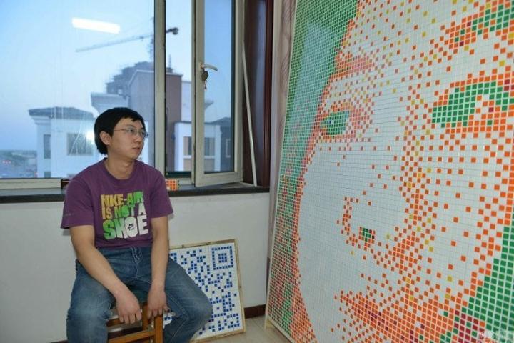 Парень решил признаться девушке в любви и создал ее портрет из 840 кубиков Рубика. Но это ему не помогло